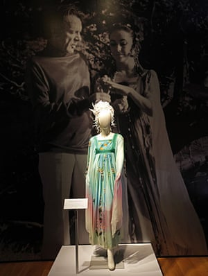 Elizabeth Taylor auction: The Gina Fratini Wedding dress at the Elizabeth Taylor auction