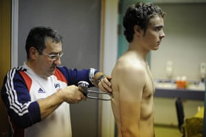 Team Pursuit Boot Camp: Nutritionist Nigel Mitchell conducts a skin-fold test on Steven Burke
