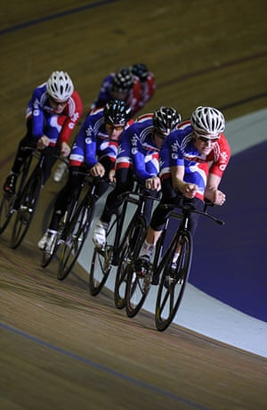 Team Pursuit Boot Camp: Formation training with the squad led by young Welshman Sam Harrison.