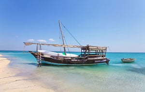 Mozambique dhow trip: Vagabundo, beached near Arimba Island