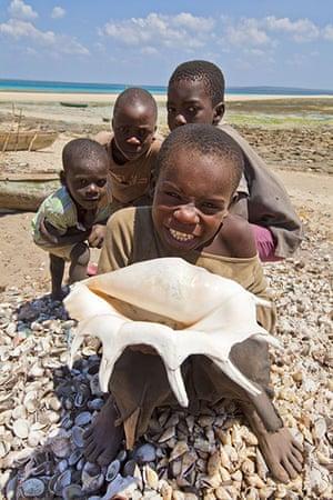 Mozambique dhow trip: Kids on Arimba