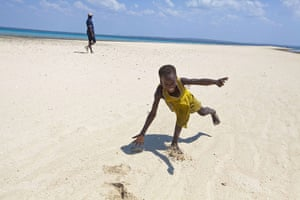 Mozambique dhow trip: Arimba, somersaulting