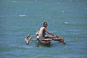 Mozambique dhow trip: Arimba fisherman