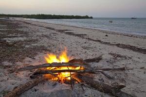 Mozambique dhow trip: driftwood campfire