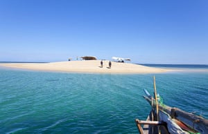 Mozambique dhow trip: Sandbank dining Ibo Island