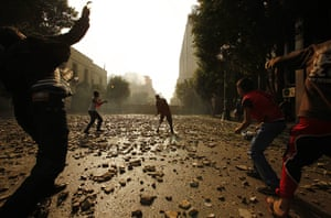 Tahrir Square clashes: Protestors throw stones during clashes with security forces