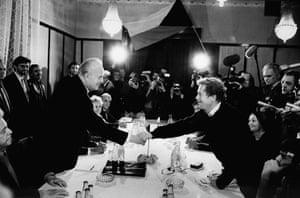 Vaclav Havel: 1989: Vaclav Havel and Ladislav Adamec Shake Hands