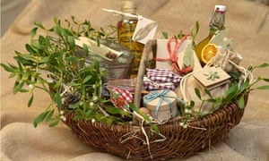 Christmas hampers and their wicker ways life and style the a homemade christmas hamper solutioingenieria Choice Image