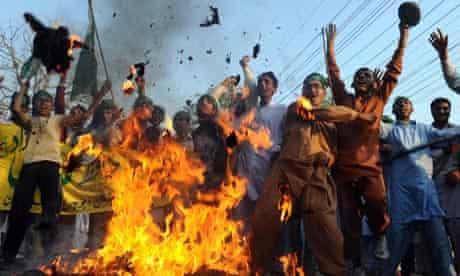 Pakistani islamists burn effigy of Barack Obama