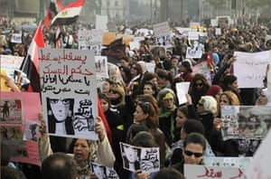 women protest in cairo: female demonstrators in Cairo