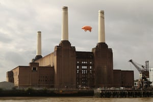 Battersea power station: Flying Pig Recreates Pink Floyd Album Cover
