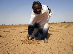 Year in MDG: A women pointing at the dry land in Oud Guedara , drought in Sahel