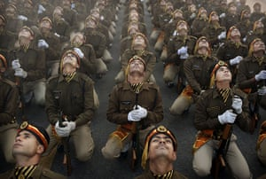 24 hours in pictures: Indian soldiers in New Delhi