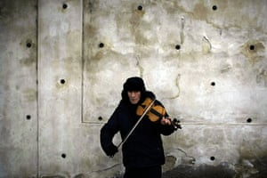 vaclav havel funeral: A violinist plays on a street