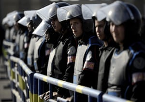 24 hours in pictures: Cairo, Egypt: Anti-riot police stand guard