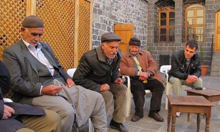 Dengbêj gathered in Diyarbakir