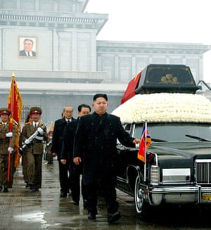 Kim Jong-il funeral: Kim Jong-Un walks besides the convoy carrying the body of his father