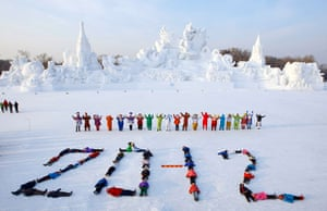 24 hours : Harbin, China: Children of migrant workers lie on the snow to form 2012