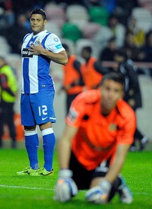 "football: FC Porto's Brazilian forward Givanildo """