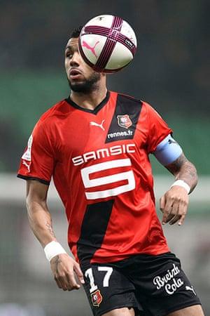 football: Rennes's midfielder Yann M'Vila runs dur