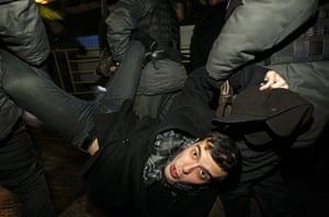 russia elections: Police detain an activist
