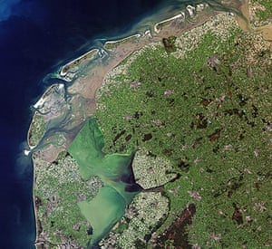 Satellite Eye on Earth:  he intertidal Wadden Sea and two artificial lakes in the Netherlands