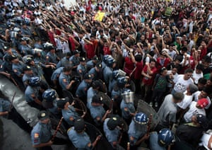 Occupy Mendiola: Filipino anti-riot police block militant students as they march to camp