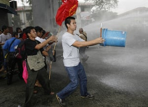 Occupy Mendiola: Police disperse protesters with water cannon, Manila