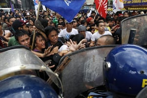 Occupy Mendiola: Filipino militant students clash with anti-riot police officers, Manila