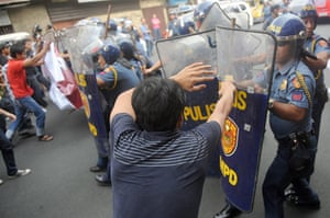 Occupy Mendiola: Anti-riot policemen clash with student protesters, Manila