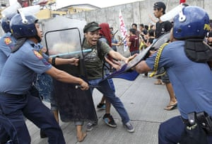 Occupy Mendiola: Police disperse protesters towards the Presidential Palace