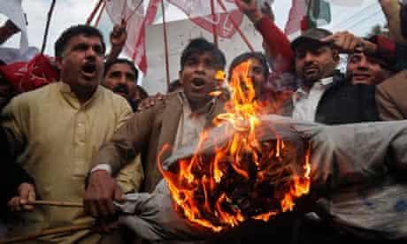 Pakistan Tehreek-i-Insaf burn an effigy of Pakistans President Zardari