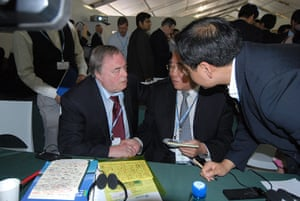 COP17 in Durban: John Prescott shaking hands with head of Chinese delegation Xie Zhenhua