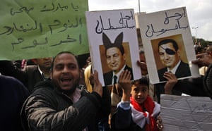 Egypt placards: Egyptians hold placards with portraits of President Hosni Mubarak