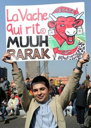 Egypt placards: An Egyptian man holds up a sign