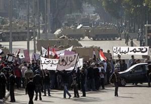 Egypt protests: Supporters of Egyptian President Hosni Mubarak demonstrate