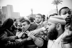 Hossam el-Hamalawy: Protesters detain one of Mubarak's thugs