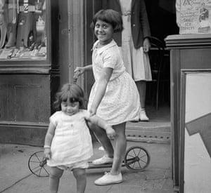 E.O. Hoppé: Children, Limehouse, London, 1934
