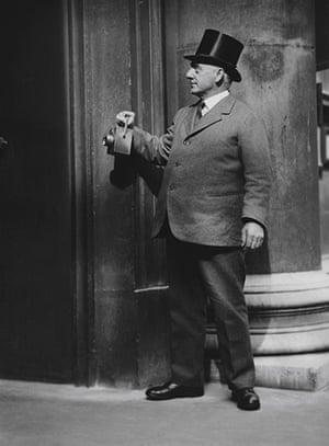 E.O. Hoppé: Nightwatchman, Bank of England, London, 1925