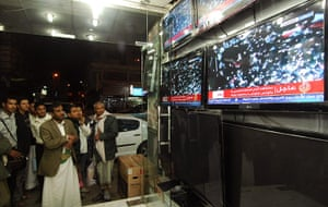Egypt reaction: Yemeni men look at television footage of