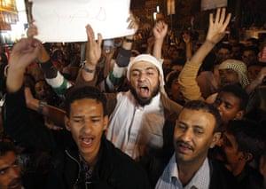 Egypt reaction: Egyptian man living in Yemen and Yemenis shout slogans