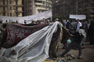 Egypt aftermath: Egyptian army soldiers clears the road leading to Tahrir Square