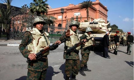 soldiers guard cairo museum