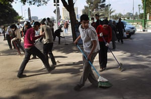 Egypt update: Volunteers sweep up in Tahrir Square