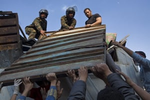 sean smith in tahrir sq : Protesters work with the military to remove barriers