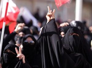Arab unrest: Diraz, Bahrain: Women demonstrate