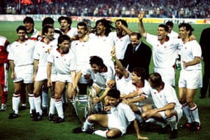 berlusconi: Silvio Berlusconi with AC Milan after the 1989 European Cup