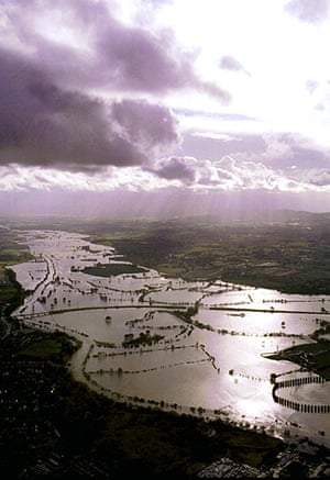 Floods 2000: aerial view of the  flooded banks of the River Severn