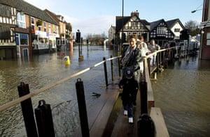 Floods 2000: WEATHER Floots/Shrewsbury 4