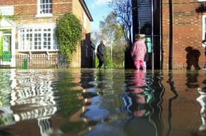 Floods 2000: Flooding In Yalding Kent This Morning. (31/10/2000)